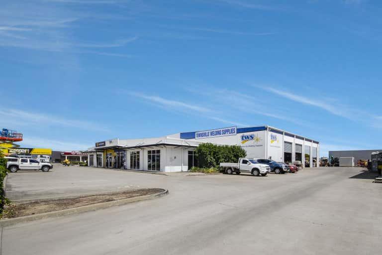 2/405 Woolcock Street Garbutt QLD 4814 - Image 1