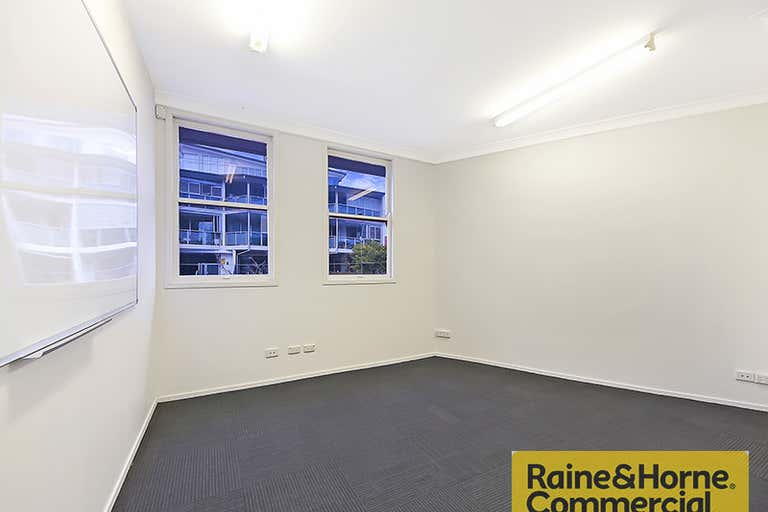 2a/52 Doggett Street Newstead QLD 4006 - Image 3