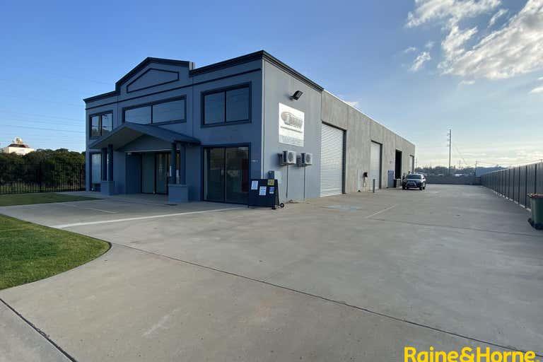 Unit 1, 71 Copland Street Wagga Wagga NSW 2650 - Image 2