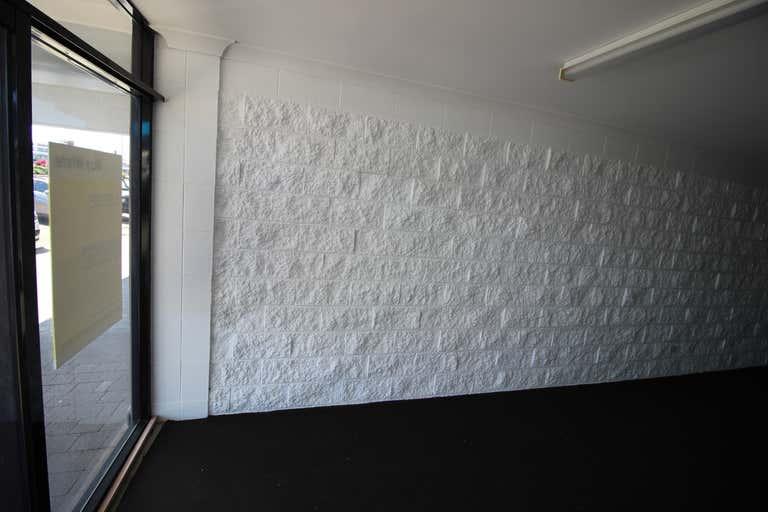 2/185 Mulgrave Road Bungalow QLD 4870 - Image 3