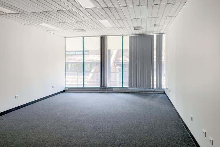 The Promenade, Unit  4, 68 Emu Bank Belconnen ACT 2617 - Image 4