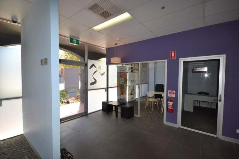 17 Queen Victoria Street Fremantle WA 6160 - Image 2