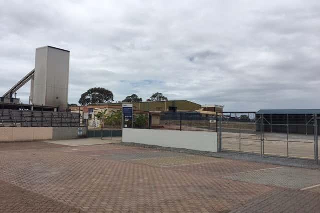 21 Benaraby Road Toolooa QLD 4680 - Image 2