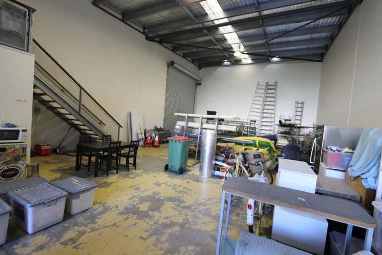 1/9 Fremantle Street Burleigh Heads QLD 4220 - Image 2