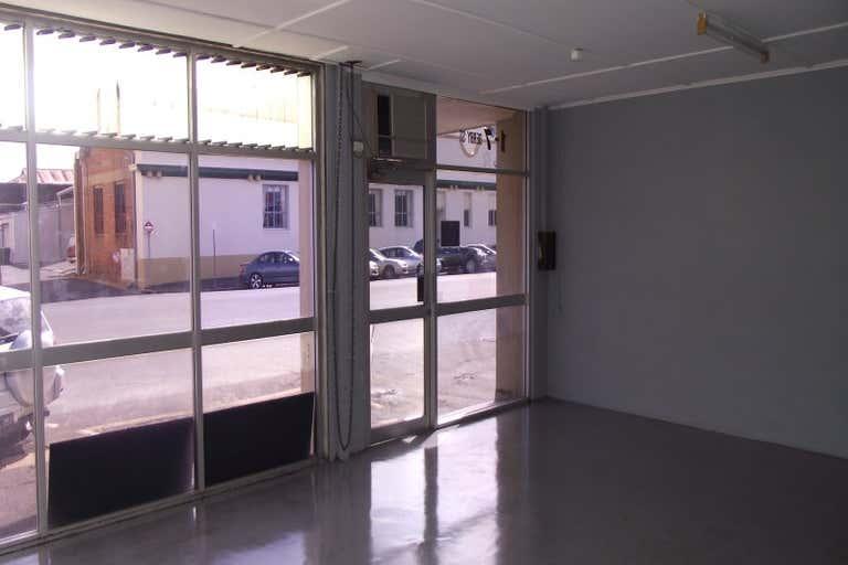 SHOWROOM 1, 7 DERBY STREET Rockhampton City QLD 4700 - Image 4