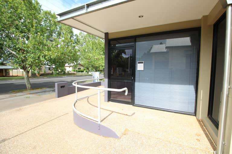 2/106-108 Herries Street East Toowoomba QLD 4350 - Image 1
