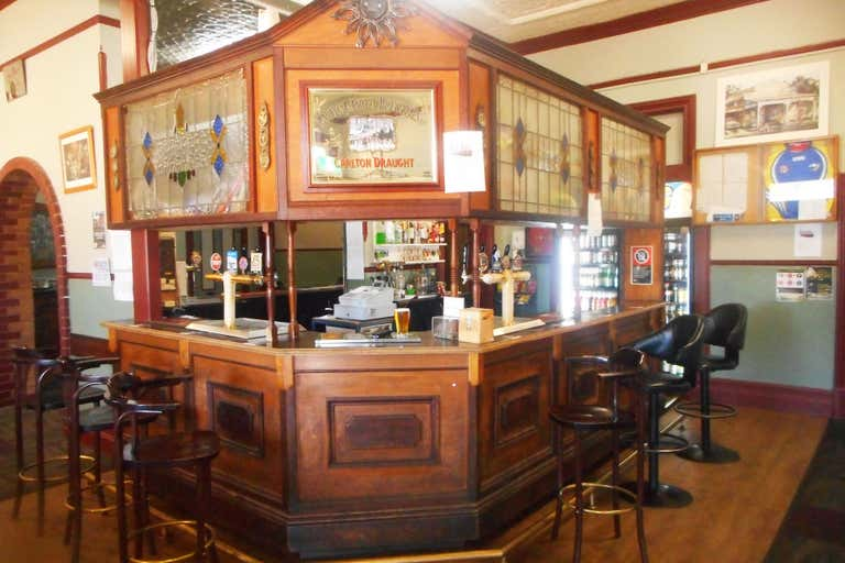 Junee Hotel, 17-21  Seignior Street Junee NSW 2663 - Image 2