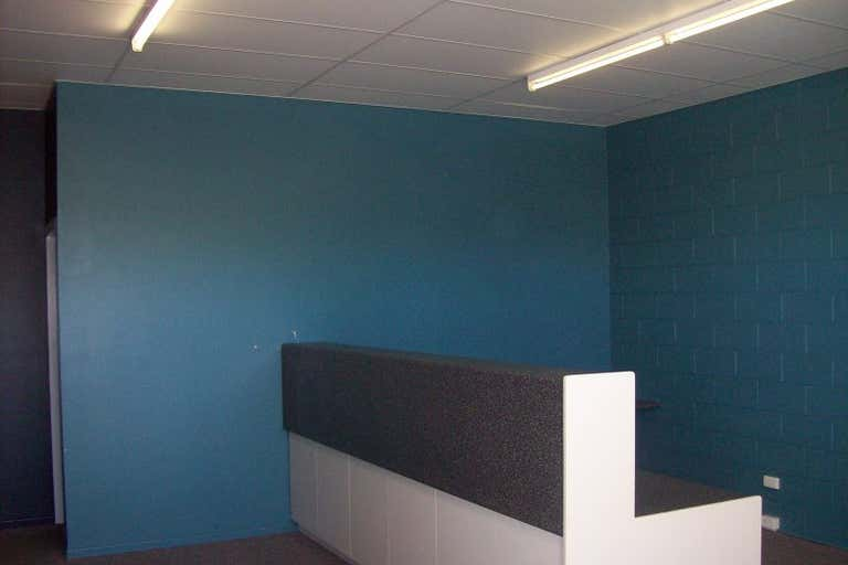 Suite 3, 251 Ford Street Rockhampton City QLD 4700 - Image 2