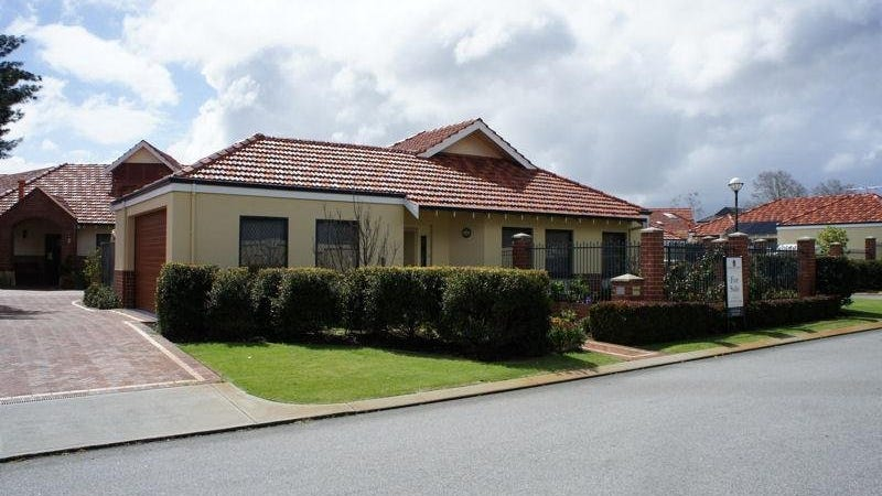5 Benson Chase, Salter Point, WA 6152
