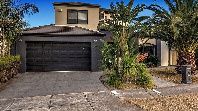 18 Grassy Point Road, Cairnlea, Vic 3023