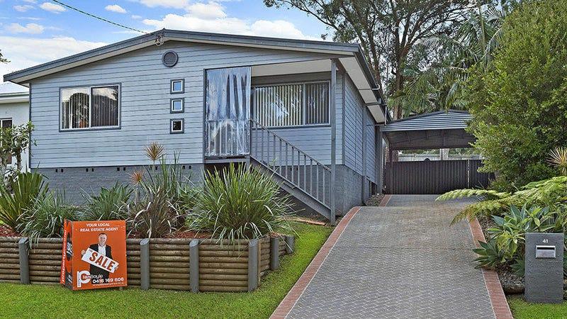 41 Albatross Road, Berkeley Vale, NSW 2261