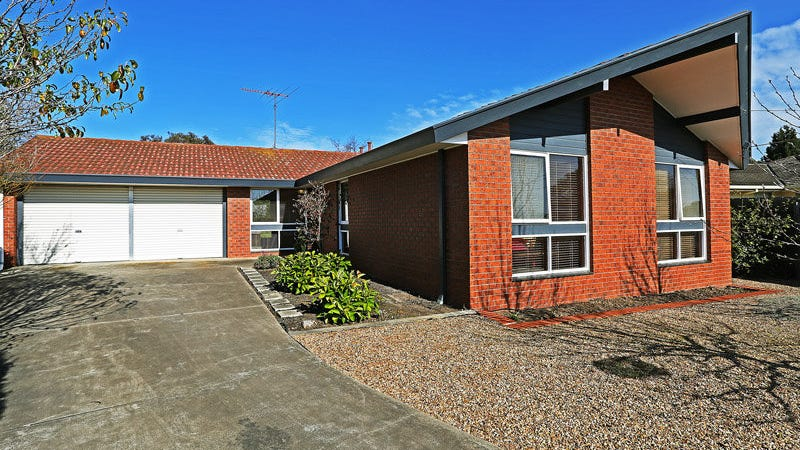 1 Grenoble Court, Highton, Vic 3216