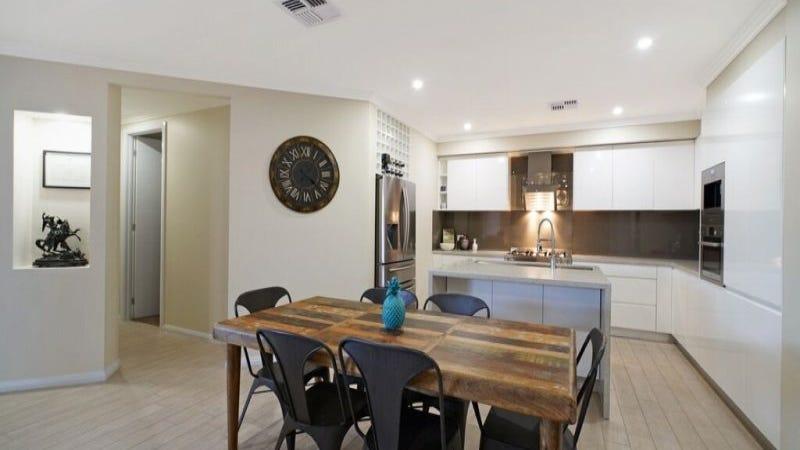11 Devlin Drive, Gledswood Hills, NSW 2557