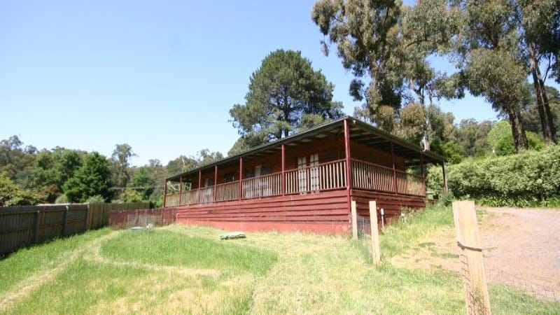 1 Stringybark Road, Cockatoo, Vic 3781