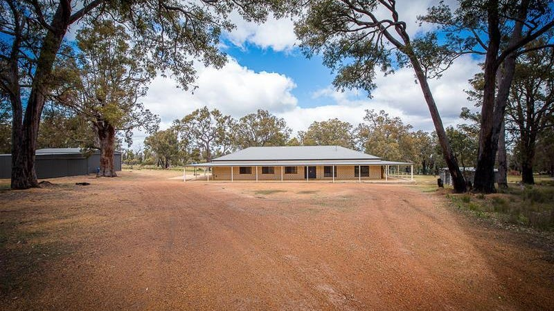 137 Fairway Place, Boddington, WA 6390