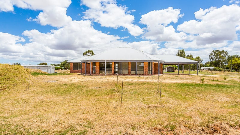 82 Richardson Road, Waroona, WA 6215