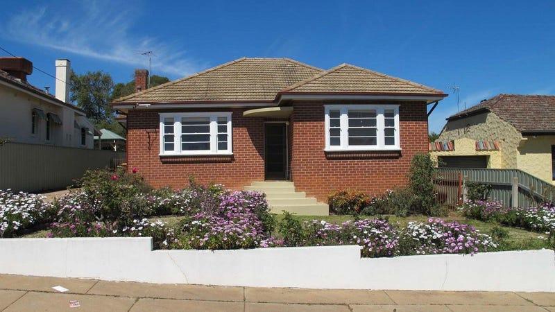 18 Jarick Street, Turvey Park, NSW 2650