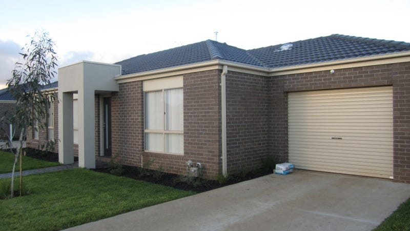 12/3 Austin Place, Melton South, Vic 3338