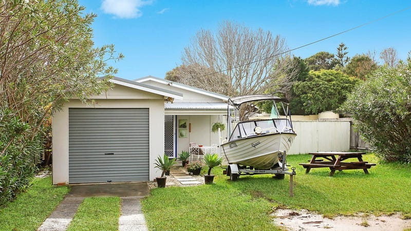 35 Forresters Beach Road, Forresters Beach, NSW 2260