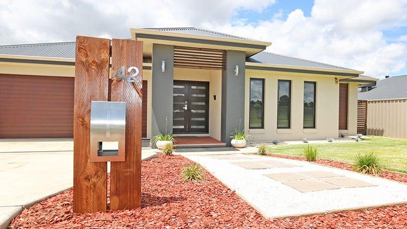 42 Messenger Avenue, Boorooma, NSW 2650