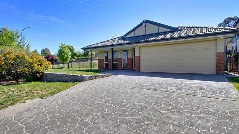 1 Bluestone Gardens, Jerrabomberra, NSW 2619