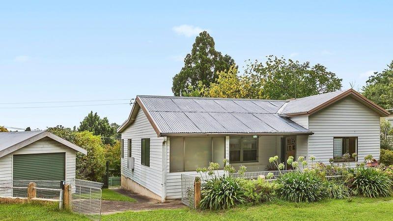 15 Westbourne Avenue, Wentworth Falls, NSW 2782
