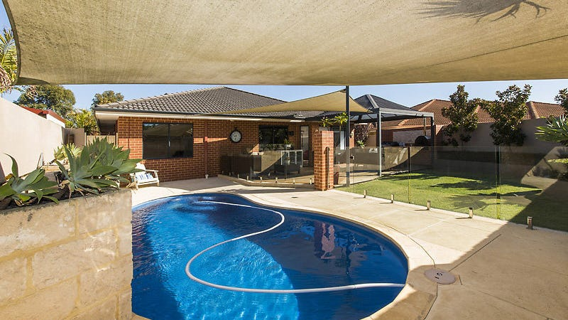 20 St Andrews Cres, Canning Vale, WA 6155