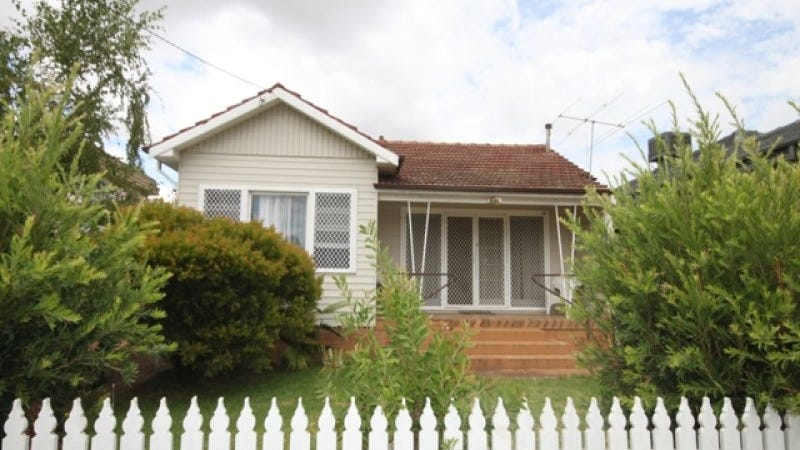 14 Heydon Avenue, Turvey Park, NSW 2650