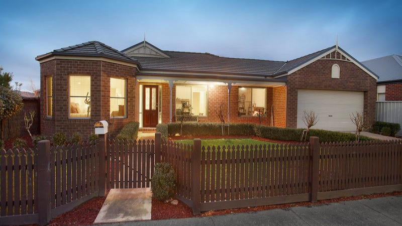 34 Macalister Place, Pakenham, Vic 3810