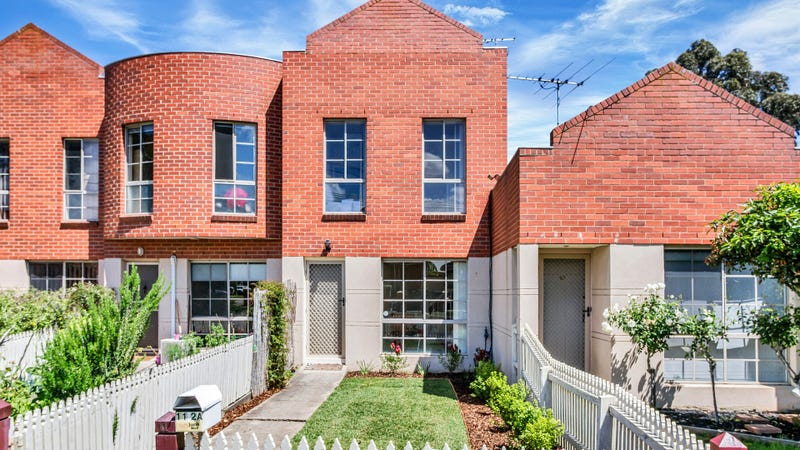 11/2A Cameron Road, Essendon, Vic 3040