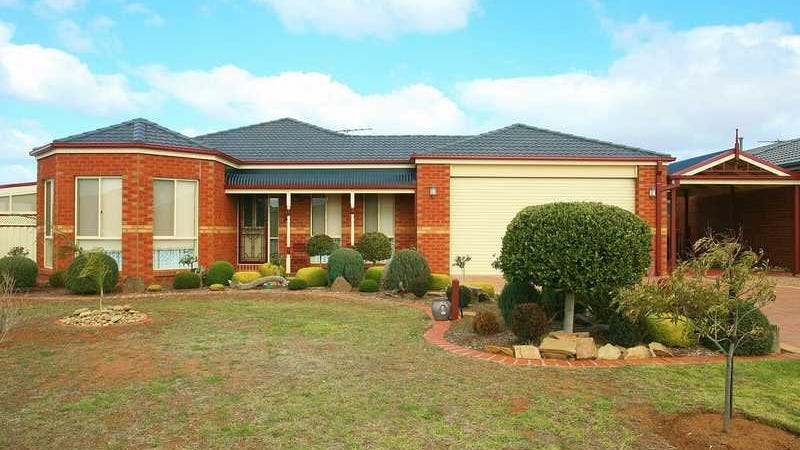 2 Bluebell Court, Melton West, Vic 3337