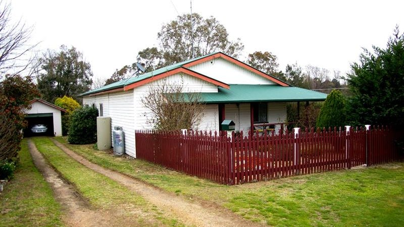 24 Salisbury Street, Uralla, NSW 2358