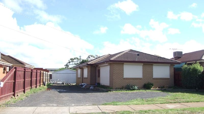 13 Macquarie Street, Melton South, Vic 3338