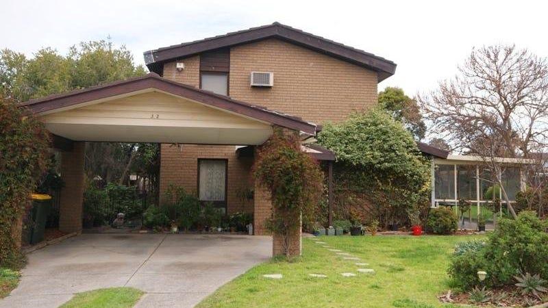 32 Akma Court, Taylors Lakes, Vic 3038