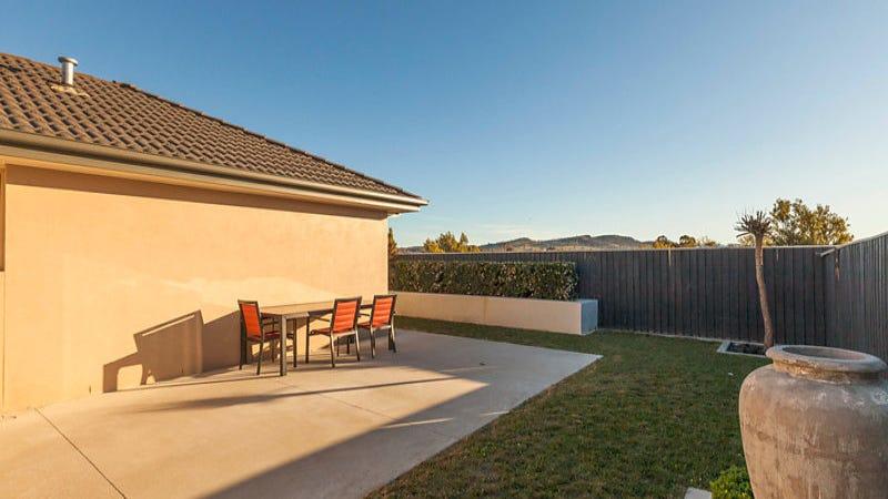 6 Bluestone Gardens, Jerrabomberra, NSW 2619