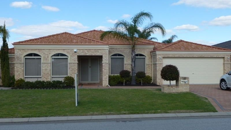 18 St Andrews Cres, Canning Vale, WA 6155