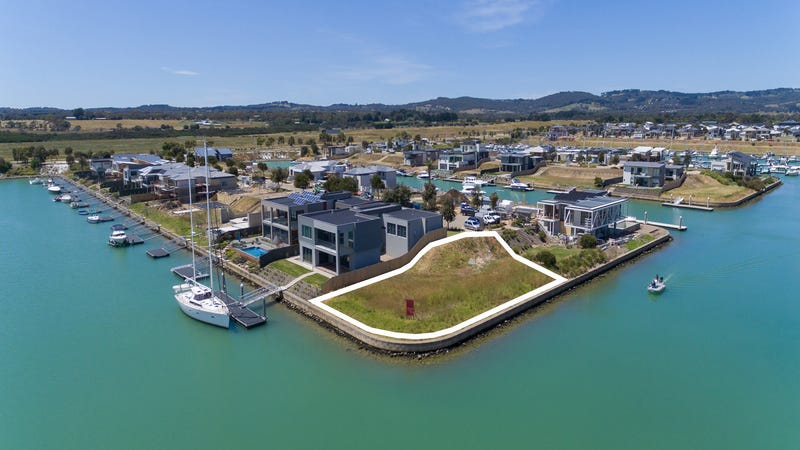 16 Sovereign Pnt, Safety Beach, Vic 3936