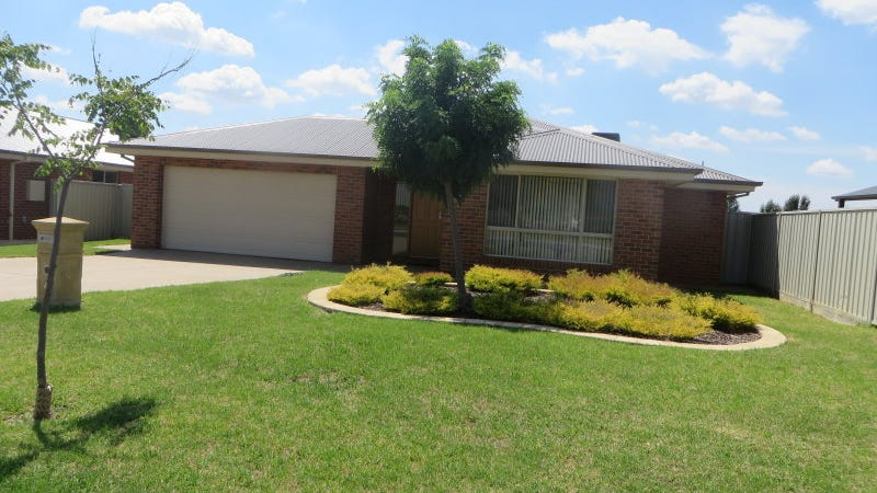 4 Pinnacle Place, Estella, NSW 2650
