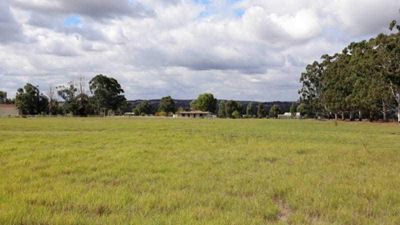 84 Peters Road, Muchea, WA 6501