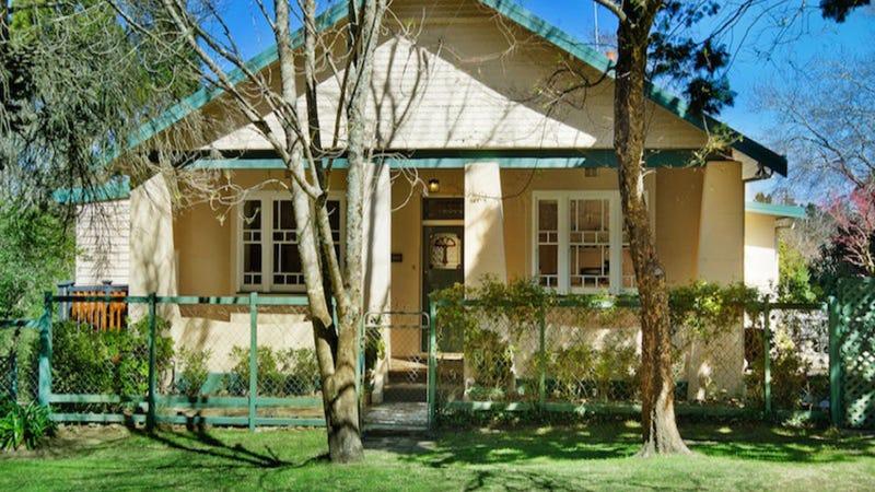 11 Westbourne Avenue, Wentworth Falls, NSW 2782