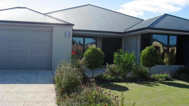 8 Bremer Way, Success, WA 6164
