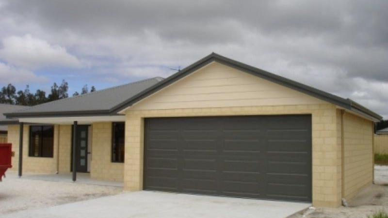 10 Goddard Way, Mckail, WA 6330
