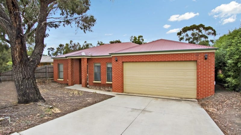 1/16 Peppertree Grove, Strathdale, Vic 3550