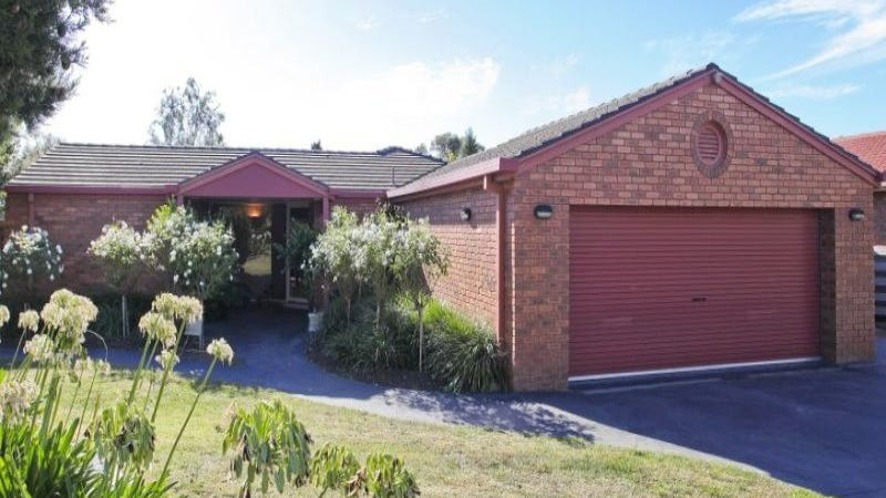 17 Mayfield Parade, Strathdale, Vic 3550