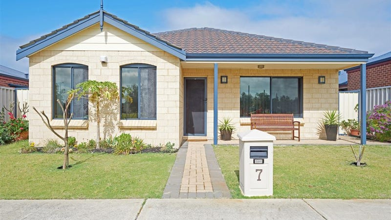 7 Bismarck Approach, Rockingham, WA 6168