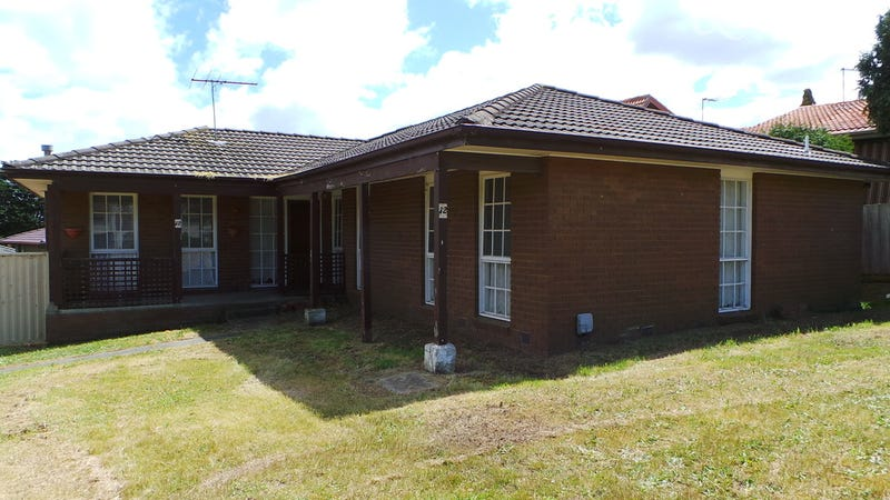 12 Joseph Banks Cres, Endeavour Hills, Vic 3802