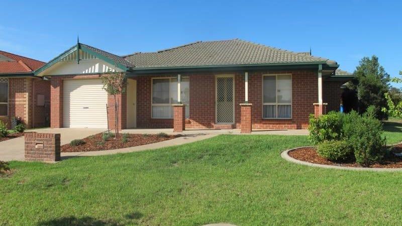 1/4 Nunkeri Street, Glenfield Park, NSW 2650