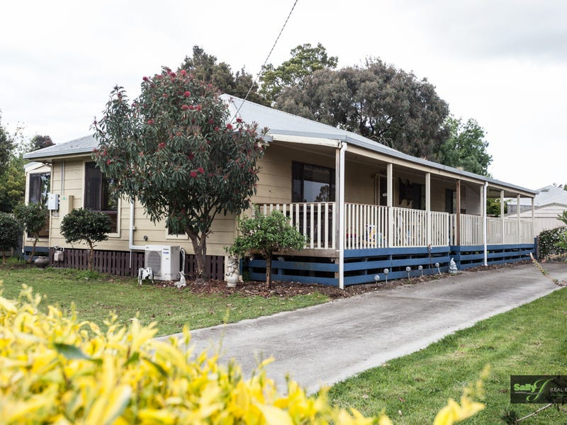 63 Young Street, Darnum, Vic 3822