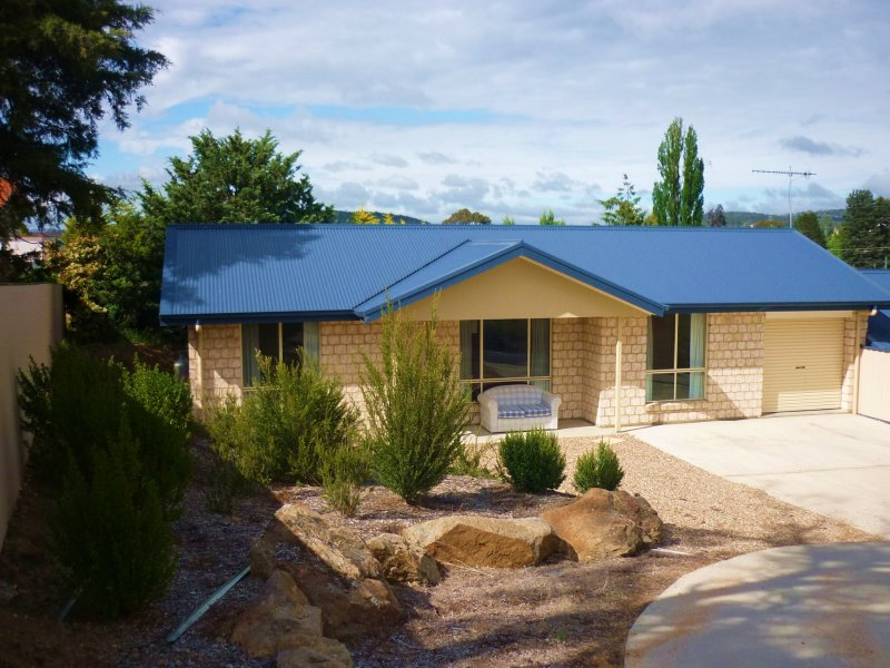 1 & 2, 4 Rutledge Place, Cooma, NSW 2630