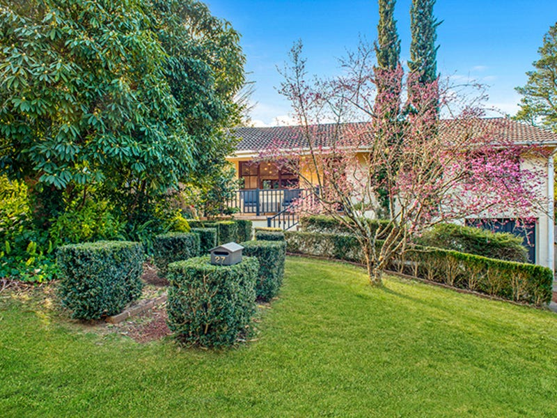 27 Beatty Road, Wentworth Falls, NSW 2782